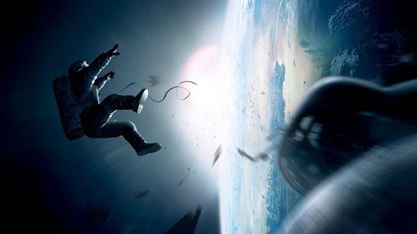 可《地心引力》导演阿方索卡隆(Afonso Cauroacute;n)不想按传统方法拍一部中规中矩的太空冒险电影,他要让当代观众有一种前所未有的临场感。   确切地说,他想让演员看起来是在异常真实的太空环境中,可以自由悬浮翻腾;不只演员可动,卡隆还要求摄影镜头几乎可以无限制地自由移动,好将太空这一特殊环境与人类角色之间的互动以他偏好的长镜头表现出来;而这一切最好真实到令人融入3D画面。   他竟然都做到了。   而且,从影评人到普通观众,几乎没有不喜欢此片的。专门搜集大众媒体影评倾向的烂番茄网站统计,
