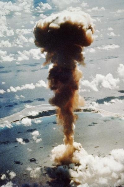 《比基尼》岛上的核试验