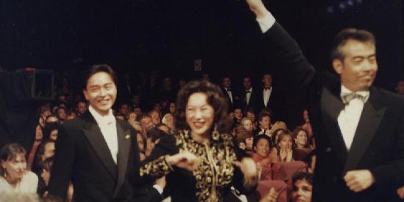 1993年《霸王别姬》获得金棕榈大奖瞬间,前景左起依次张国荣、徐枫、陈凯歌