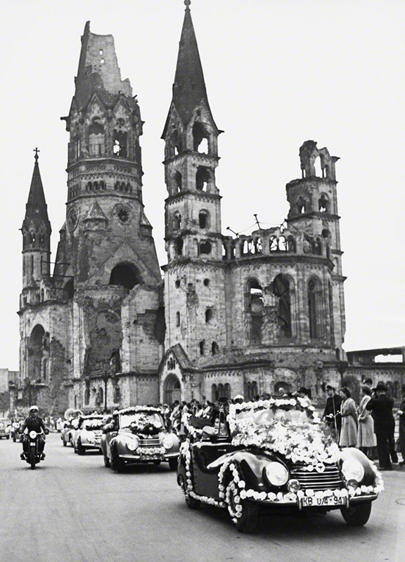1951年首届柏林电影节开幕时的游行花车