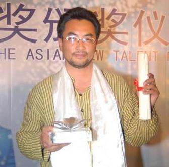 2006年上海国际电影节万玛才旦凭借《静静地嘛尼石》获得亚洲新人奖最佳导演奖