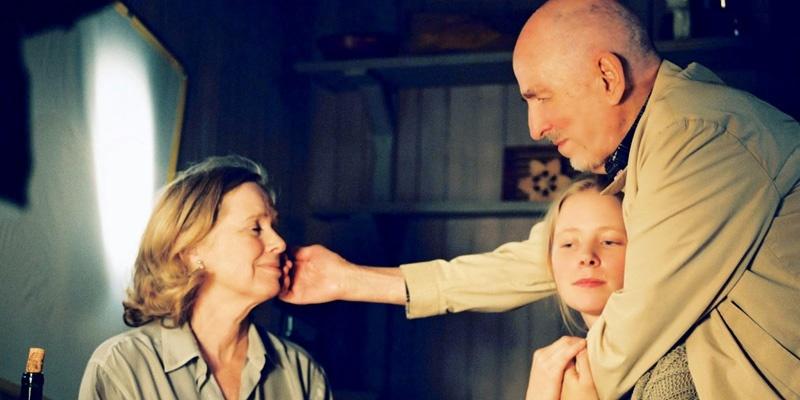 英格玛·伯格曼(右)与丽芙·乌曼(左)合作的最后一部电影《萨拉邦德》的工作照,中间为Julia Dufvenius