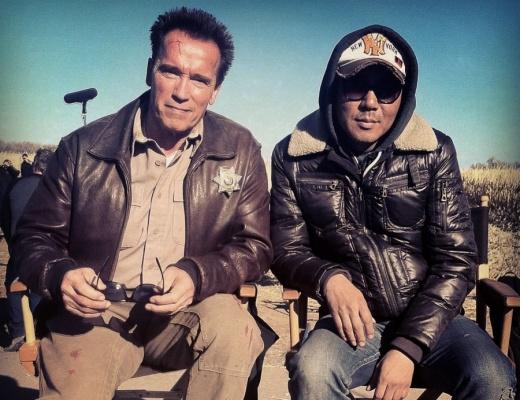 在帮助金知云适应美国电影体系、成为电影制作团队的中心方面,《背水一战》的主演施瓦辛格起到了决定性的作用。