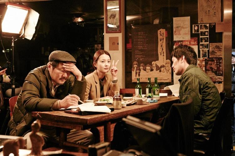 洪尚秀在《我们善熙》的片场