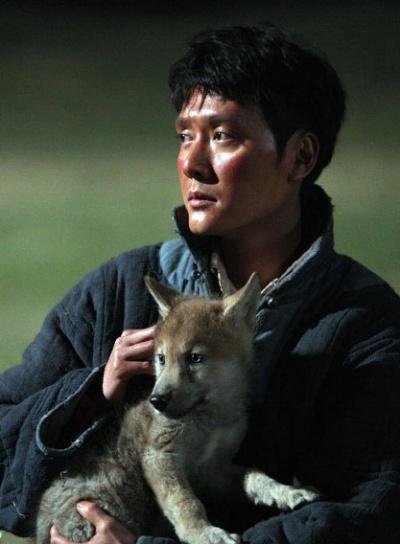 狼是电影《狼图腾》的主体角色,也是兽类中最不可能被驯化的动物