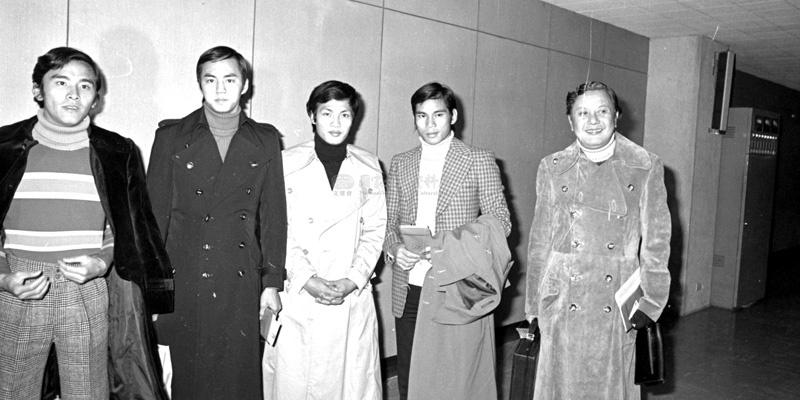 香港大导演张彻(右一)及其四大弟子(从左至右,依次是姜大卫、狄龙、王钟、陈观泰)