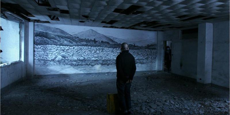 蔡明亮在拍摄《郊游》时的工作照